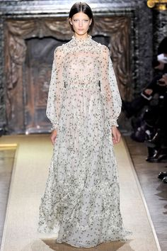 Some gorgeous haute couture fashions hitting the runway for Spring/Summer 2012.  Valentino.