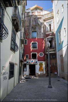 """""""Adega do Olho"""" -  Rua de Afonso Martins Alho (Travessa da Rua das Flores [2014 - Porto / Oporto - Portugal] #fotografia #fotografias #photography #foto #fotos #photo #photos #local #locais #locals #cidade #cidades #ciudad #ciudades #city #cities #europa #europe #turismo #tourism #baixa #cascoantiguo #downtown @Visit Portugal @ePortugal @WeBook Porto @OPORTO COOL @Oporto Lobers"""