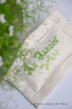 One of our guests sent the most beautifully embroidered 'garden' or Jardin in Spanish linens.......