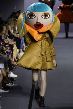 http://www.vogue.com/fashion-shows/fall-2017-couture/viktor-rolf/slideshow/collection