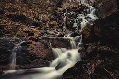 16 endroits surréels près de Montréal que tu dois absolument voir une fois dans ta vie - Narcity Le Vermont, Dame Nature, Canada Travel, Waterfall, Europe, Camping Car, Ontario, Outdoor, Travel Inspiration