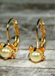 Aros dorados de flor con una perla Gold Rings, Drop Earrings, Jewelry, Gold Hoops, Pearls, Gold, Jewelery, Jewellery Making, Jewels