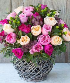 Beautiful Rose Flowers, Beautiful Flower Arrangements, Amazing Flowers, Pink Flowers, Floral Arrangements, Beautiful Flowers, David Austin Roses Bouquet, Anniversary Flowers, Fresh Flower Delivery