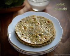 Palak Chapathi - How to make Spinach Chapathi - Pasalai Keerai Chapathi - Spinach Chapati - Keerai Chapathi - North Indian Flat Bread - How to make Palak Chapathi - Palak . Paratha Recipes, Flatbread Recipes, Paneer Recipes, Indian Flat Bread, Indian Breads, Indian Dishes, Naan Recipe Without Yeast, Vegetable Pakora, Easy Indian Recipes