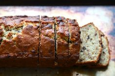 The Best Banana Bread You'll Ever Have (with Bourbon and Chocolate Chunks). Sounds like the best thing ever if I ever make it. Make Banana Bread, Chocolate Chip Banana Bread, Banana Bread Recipes, Chocolate Chips, Banana Nut, Chocolate Cake, Köstliche Desserts, Delicious Desserts, Dessert Recipes