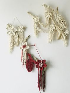 Macrame flowers wall hanging, macrame flower, modern macrame, wall hanging with flowers, bohemian wall hanging Weaving Wall Hanging, Hanging Flower Wall, Boho Wall Hanging, Wall Hangings, Macrame Patterns, Etsy, Crafts, Handmade, Macrame Modern