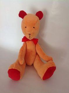 medvěd podobný Púovi, ušitý z mikiny ze sekáče za 55 Kč Tigger, Disney Characters, Fictional Characters, Quilts, Design, Comforters, Patch Quilt, Kilts, Log Cabin Quilts
