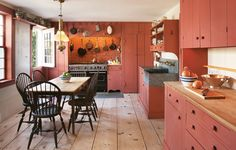 A preservation-obsessed designer channels the eighteenth century when overhauling his Sag Harbor cottage. Rustic Kitchen Cabinets, Primitive Kitchen, Farmhouse Kitchens, Farmhouse Decor, Colonial Kitchen, Red Kitchen, Shabby, Wide Plank Flooring, Dining Room Inspiration
