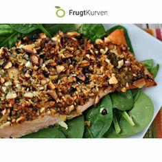 Saftig og lækker laks med mandler og spinat - en skøn hverdagsret som er nem og hurtig at lave, da den kan passe sig selv i oven