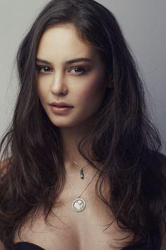Mixed (English, Australian, New Zealander, Chinese, Maori, Cook Islander) - Courtney Eaton
