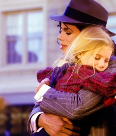 Michael loved children...  He didn't, hurt them. He always loved babies and all children of the world ღ by ⊰@carlamartinsmj⊱