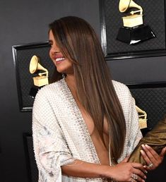 Priyanka Chopra is known for her red carpet looks. Priyanka Chopra massive cleavage in Grammy Show Hottest Pics and Galleries of Bollywood actress Indian Film Actress, Beautiful Indian Actress, Indian Actresses, Aishwarya Rai Makeup, Shraddha Kapoor Bikini, Danielle Jonas, Nick Jonas, Nikesha Patel, Priyanka Chopra Hot