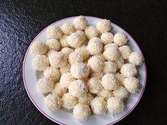 Zutaten 100 g Kokoscreme, bzw. Kokosmus 60 g Mus, Mandel-, dunkles oder helles 30 g Sirup, (Agavensirup, oder -dicksaft)...