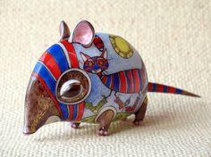 Полосатая Мышь с котом в носках Мягкий фарфор. Шликерное литьё, лепка, роспись надглазурными красками по глазури, золотой люстр.