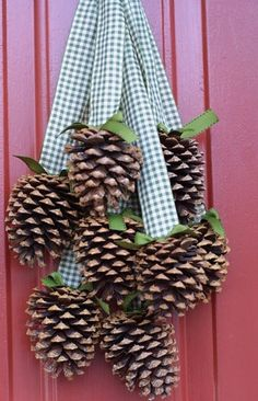 Simply Magical DIY Pinecones Crafts that Spend Your Christmas Decorations - Dekoration ideen 2019 - Noel Christmas, 12 Days Of Christmas, Winter Christmas, Christmas Wreaths, Christmas Ornaments, Christmas Ribbon, Decorating For Christmas, Country Christmas Decorations, Natural Christmas