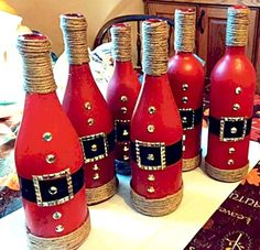 Cute idea for wine bottles! Christmas decorations Christmas diy christmas crafts with wine bottles - Diy Wine Bottle Crafts Christmas Crafts For Gifts, Christmas Diy, Christmas Presents, Homemade Christmas, Christmas Ornaments, Christmas Centerpieces, Christmas Decorations, Christmas Wine Bottles, Wine Decor