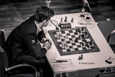 Magnus Carlsen i Bilbao,tenker over sitt 17 trekk.