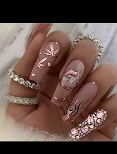 Acrylic Nail Designs Coffin, Bling Acrylic Nails, Acrylic Nails Coffin Short, Summer Acrylic Nails, Best Acrylic Nails, Nail Art Designs, Acrylic Art, Nail Crystal Designs, Gold Coffin Nails