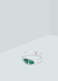 Bracelet pierre centrale | MANGO. Pour son élégance discrète, ses coloris argent et vert
