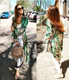 La última prenda de Zara en hacerse viral. Long Kimono Cardigan, Kimono Outfit, Kimono Fashion, Fashion Cover, Look Fashion, Fashion Outfits, Summer Dress Outfits, Cute Outfits, Look Kimono