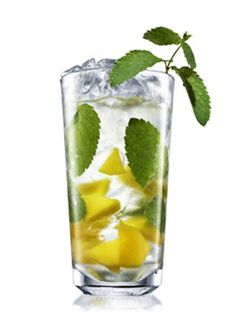 To fight hunger cravings maintain a more alkaline diet, this is because lemons are high in pectin fiber.lemon-water: To fight hunger cravings maintain a more alkaline diet, this is because lemons are high in pectin fiber. Mango Mojito, Mojito Cocktail, Mango Vodka, Mojito Drink, Mango Drinks, Vodka Lime, Refreshing Drinks, Yummy Drinks, Yummy Food