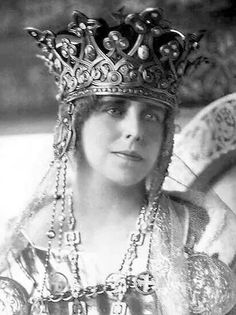 Queen Marie of Romania. Born Princess of Great Britain, and Queen Victoria's granddaughter, she might have been queen of England. Royal Crowns, Tiaras And Crowns, Queen Mary, King Queen, Women In History, British History, Romanian Royal Family, Romanian Girls, Queen Of England
