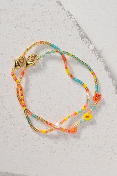 Make a cute single strand bracelet with Toho beads! Learn how easy it is to make a Toho bead flower with this step by step guide. For further instructions and  more DIY jewellery inspiration, please visit our website.  #DIY #panduro #jewelry #jewelery #smyckestillverkning #smykkefremstilling #smykkelaging Jewellery Diy, Jewelery, Handmade Jewelry, Jewelry Making, Strand Bracelet, Beaded Bracelets, Diy Jewelry Inspiration, Flower Bracelet, Step Guide