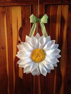 White Daisy Door Hanger/Wreath by BlueKoalaCrafts on Etsy