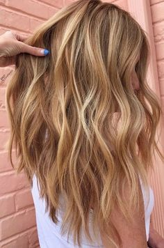 Golden Blonde Hair, Blonde Hair Looks, Brown Blonde Hair, Light Brown Hair, Golden Hair Color, Blond Curly Hair, Dying Hair Blonde, Beige Blonde, Blonde Brunette
