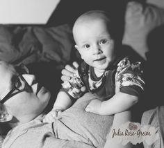 365-36 - Kuscheln und Turnen auf Mama :)