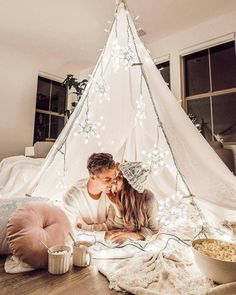 ✨🎅Cool Funny Unique Christmas Experiences Gift Ideas for Adults & Couples? Couple Boudoir, Christmas Date, Christmas Photos, Christmas Countdown, Christmas Ideas, Merry Christmas, Christmas Lights, Whoville Christmas, Christmas Sayings