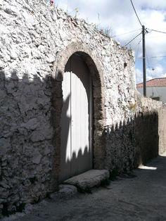 Αλοϊζιάνικα, ένας παραδοσιακός οικισμός στα Κύθηρα για περισυλλογή – Ελένη Χάρου