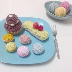 Gourmandises...  #crochet #dinette #macarons #eclair #icecream #religieuse #frenchpastry #eleonoreandmaurice