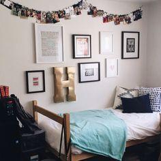 This fantastic minimalist setup. | Dorm, Dorm room and Minimalist