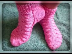 женские носки рисунком, вязание спицами от Евгения Петранцова » Мастерю - все своими руками Knitting Videos, Crochet Videos, Knitting Socks, Baby Knitting, Knitted Slippers, Slipper Boots, Baby Boots, Beading Projects, Diy And Crafts