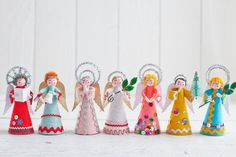 Retro Felt Angels - DIY Vintage Style Christmas Craft – Smile Mercantile Craft Co. Christmas Makes, Retro Christmas, Christmas Angels, Christmas Art, Xmas, Christmas Projects, Christmas Ideas, Neli Quilling, Quilled Roses
