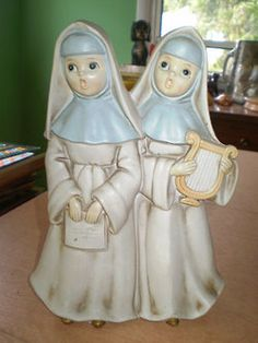etsystalker:  Vintage Josef singing Nuns figurine music box $18.00Spiffytyrant  I actually really, really want this!
