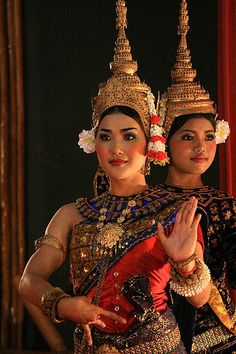 Traditional Khmer Dance by peace-on-earth.org, via Flickr