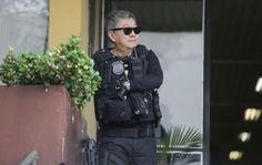 O agente federal Newton Ishii, chamado de Japonês da Federal e que ficou conhecido em fotos de prisões da Operação Lava Jato, foi preso na terça-feira (7) em Curitiba. O mandado foi expedido pela Vara de Execução Penal Justiça Federal de Foz do Iguaçu, no oeste do Paraná, informou o portal G1. Ele está