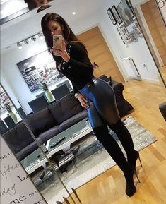 Womens Style Discover sexy-shiny-pants: Shiny pants and high-heeled boots! Sexy Outfits, Fall Outfits, Cute Outfits, Sexy Jeans, Jean Sexy, Sexy Stiefel, Elegantes Outfit, Shiny Leggings, Sexy Boots