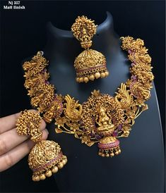 Gold Jewelry Design In India Key: 1207737029 Indian Wedding Jewelry, Indian Jewelry, Bridal Jewelry, Indian Bridal, Antique Jewellery Designs, Gold Jewellery Design, Antique Jewelry, Gold Temple Jewellery, Gold Jewelry