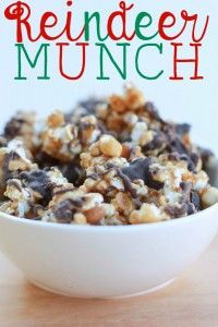 Reindeer Munch - with popcorn, mixed nuts and chocolate. It's worth the extra calories. Char gives this a giant thumbs up! Holiday Snacks, Christmas Snacks, Christmas Cooking, Holiday Recipes, Christmas Candy, Christmas Recipes, Christmas Appetizers, Christmas Parties, Christmas Goodies