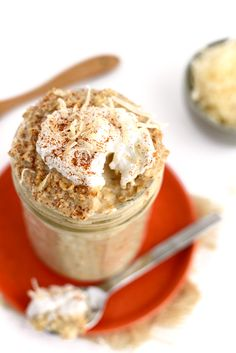 Got 5 minutes? Whip up these delicious coconut latte overnight oats for an easy, fiber-filled breakfast that are oh-so delish!