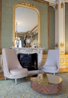 Lee Broom has filled a room at London's Lancaster House with studded furniture to host visting business leaders during the Olympic games. Pantone, Lancaster House, Room London, Gold Rooms, French Style Homes, Eclectic Decor, Living Spaces, Living Rooms, Sweet Home