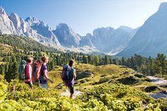 In vier Etappen führt dieser Hüttentrek durch die wild und fantastisch zerklüfteten Berge rund um das Grödental ...