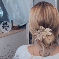 You can make your own hair look great. After all, we women, all-powerful! That's why we've compiled 20 quick and easy hair styles video tutorials for you! Braided Hairstyles, Wedding Hairstyles, Hair Upstyles, Hair Videos, Braid Styles, Hair Looks, Bridal Hair, Hair Inspiration, Curly Hair Styles