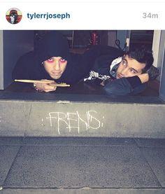 JOSH'S FRIKIN ARM IS AROUND TYLER KILL ME NOW.. FRENS