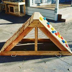 Backyard Fort, Backyard For Kids, Backyard Games, Diy For Kids, Climbing Frame Diy, Climbing Wall Kids, Kids Climber, Pallet Kids, Outdoor Play Areas