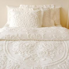 White on White bedding; layers of white bedding Dream Bedroom, Home Bedroom, Bedroom Decor, Home Design, Interior Design, Home Goods Decor, Home Decor, White Bedding, White Coverlet