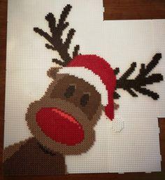 Rudolf Hama Beads Source by steffigermany You may feel that Perler Bead Designs, Hama Beads Design, Perler Bead Art, Hama Mini, Pearler Bead Patterns, Perler Patterns, Pixel Art Noel, Ideas Decoracion Navidad, Christmas Perler Beads
